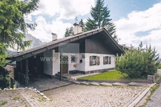 Karerpass: Villa on a quiet hillside and unobstructed views of the Dolomites for sale