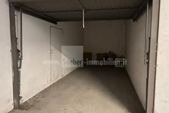 La tua macchina cerca casa? Ampio box garage in vendita a Stegen vicino a Brunico