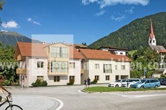 Vendesi nuovo appartamento mansardato in una splendida posizione in Alta Pusteria a Monguelfo vicino il lago di Braies