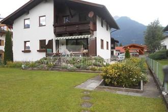 Grosszügiges Mehrfamilienhaus mit zwei abgeschlossenen Wohnungen in ruhiger und sonniger Lage