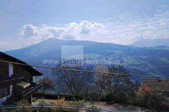 Large corner terraced house with a view in Villandro for sale