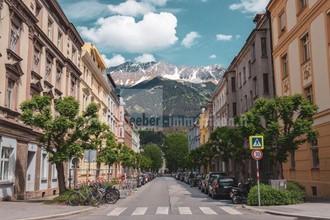 Stadthaus im Zentrum von Innsbruck, in Klinknähe ab Juli verfügbar -  mit besonderen Scharm zum Wohnen mit ausbaufähiger Penthauswohnunug