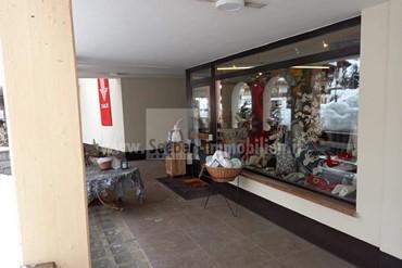 Geschäftslokal im Erdgeschoss im Zentrum von Pedraces in Hochabtei zu verkaufen