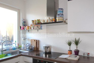 Terlan: splendid 3-room apartment with garden and garage for sale right in the center