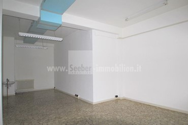 BOLZANO: We rent a bright and spacious business on the ground floor