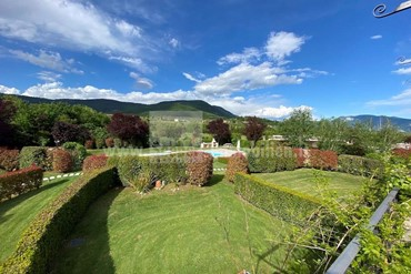 Tolle Ferienimmobilie im Grünen in gepflegter Residence am Gardasee angrenzend des Golfplatzes zu verkaufen!
