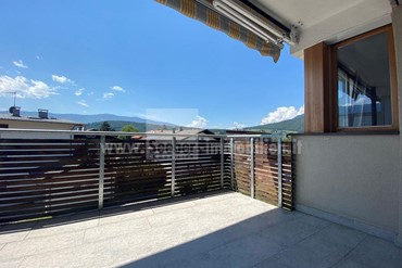 Sunny rental apartment on the outskirts of the city of Bruneck with an unobstructed view of Plan de Corones