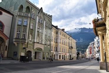 Stadthaus im Zentrum von Innsbruck -  mit besonderen Scharm zum Wohnen oder zur gewerbliche Vermietung mit ausbaufähiger Penthauswohnunug