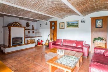 Verkauf eines Zweifamilienhauses, luxuriöses Wohnen im Dorf Suš