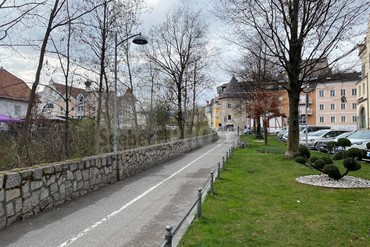 Cool two-room apartment for sale in a prime location along the river in the center of Brunico