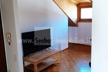 Sunny 3-room apartment for sale near the center of Girlan