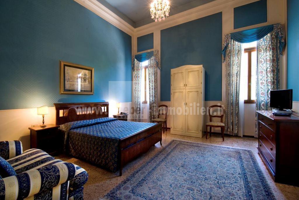 Villa in vendita a Mogliano Veneto, 47 locali, Trattative riservate | CambioCasa.it